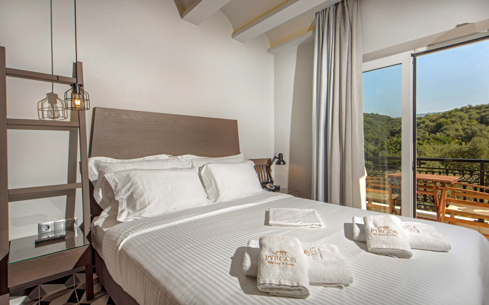 Deluxe double room mountain view